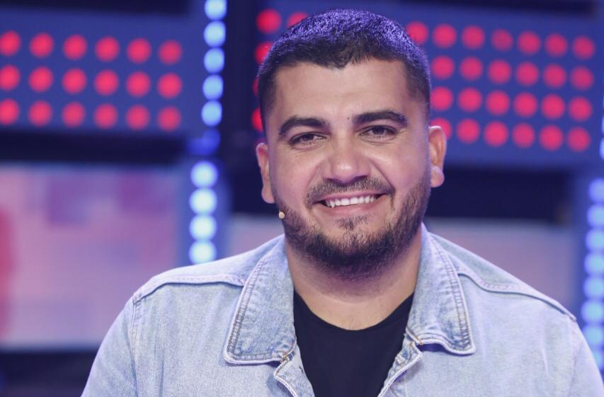 Si në fillimet e karrierës, Ermal Fejzullahu rikthen në skenë këngëtaren e njohur