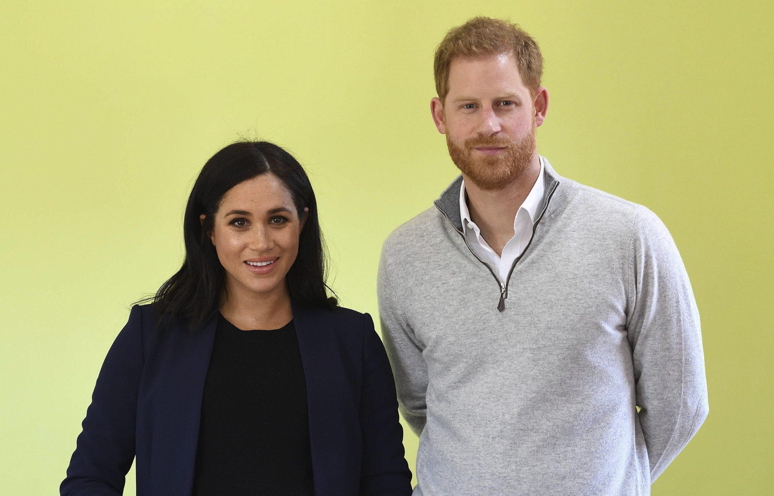 Meghan dhe Harry ndajnë foton e parë të vajzës me familjen mbretërore
