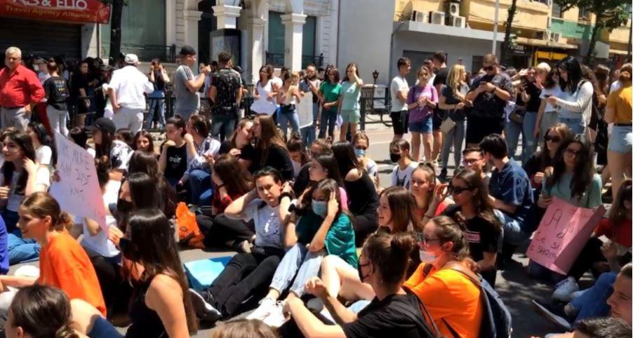 Math exam, high school seniors again in protest