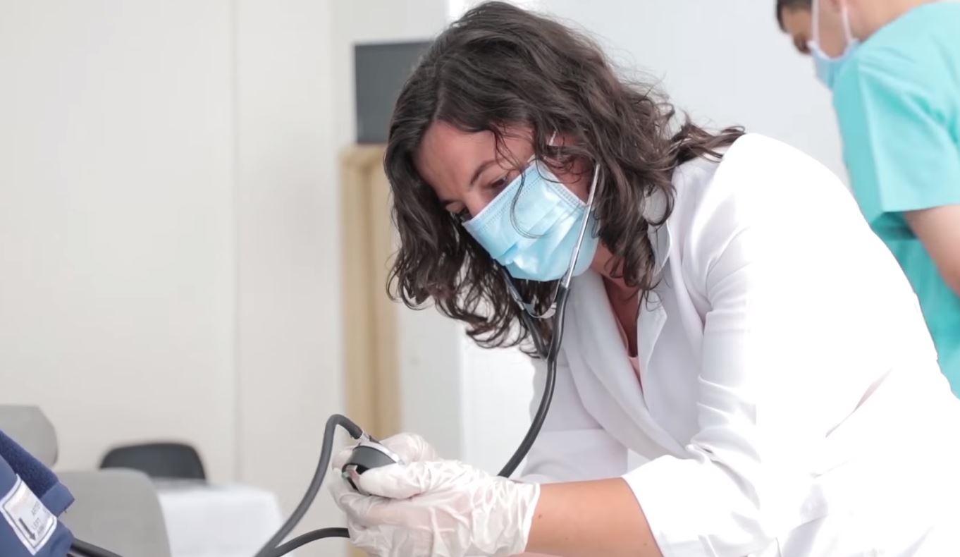 Sezoni turistik/ Hapen sot 29 qendra shëndetësore verore, të pajisura me teste të shpejta kundër Covid