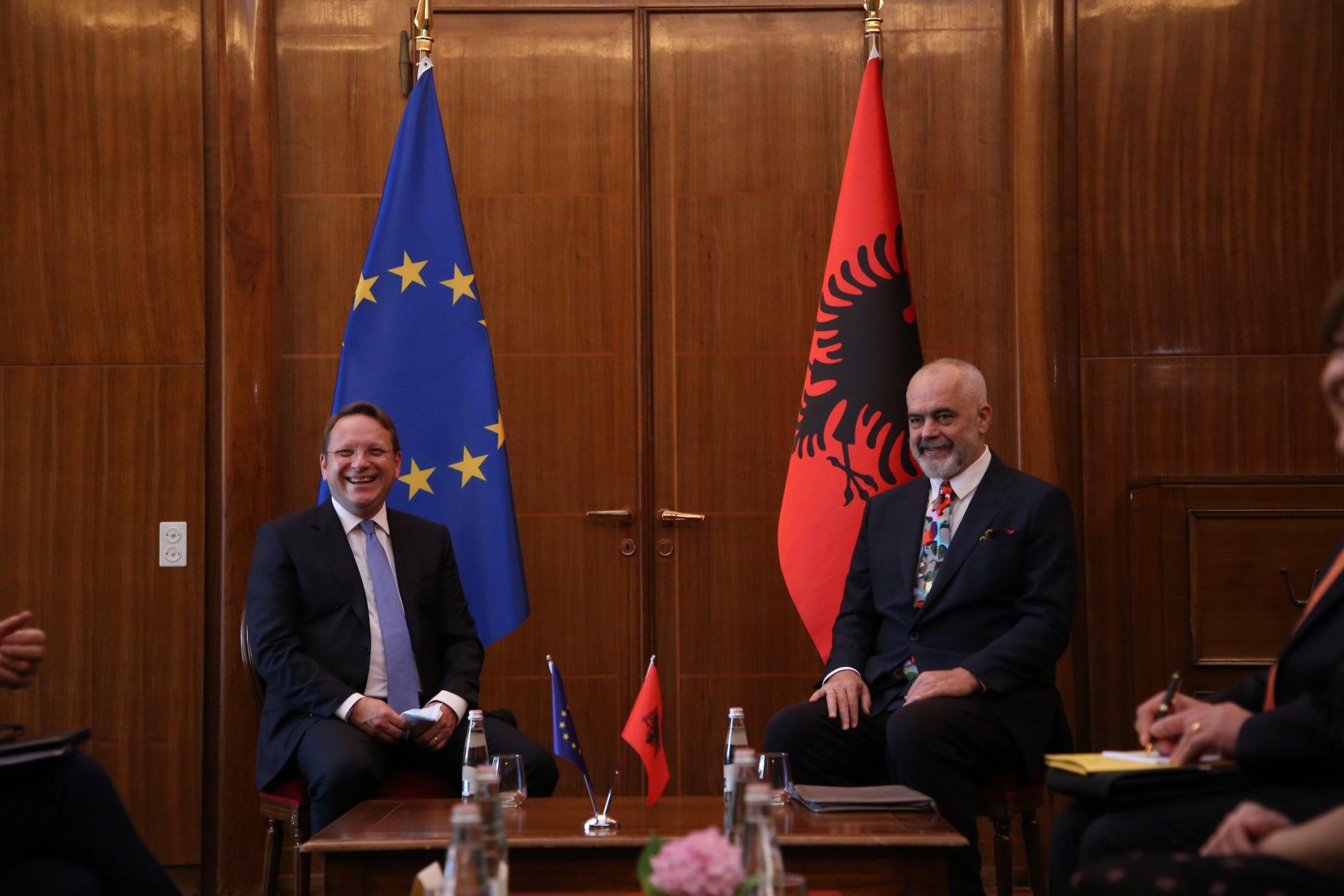 Samiti në Tiranë, Várhelyi: Do të diskutojmë për zbatimin e planit ekonomik të rajonit