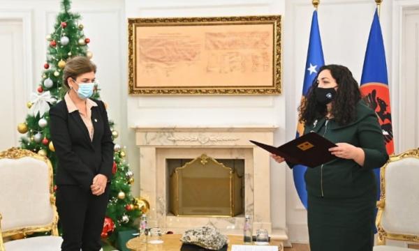 Vjosa Osmani i kërkon kryetares së KQZ-së dorëheqjen