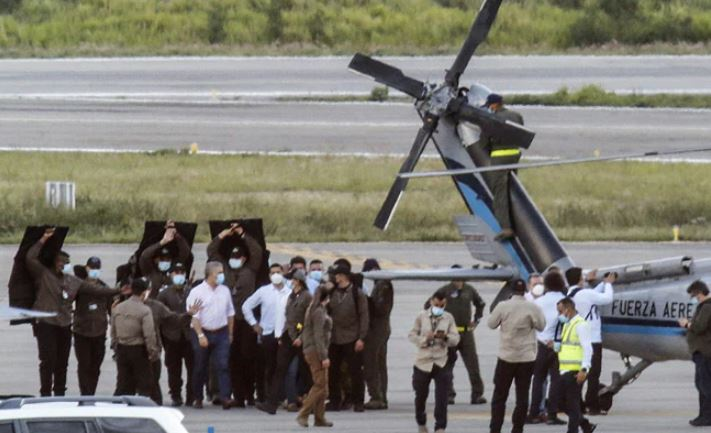 Qëllohet me armë helikopteri që po udhëtonte presidenti kolumbian