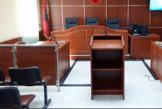 Dyshohet se ngacmoi seksualisht tre të mitur, 61-vjeçarit në Gjirokastër i bie të fikët në gjyq