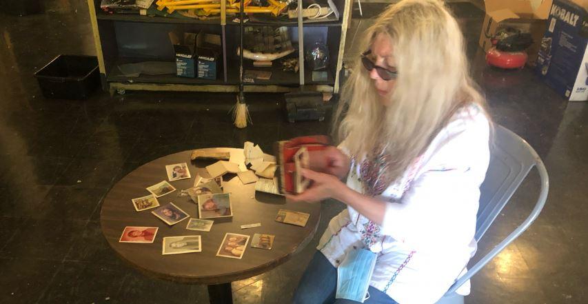 Një grua gjen kuletën që e humbi 46 vjet më parë
