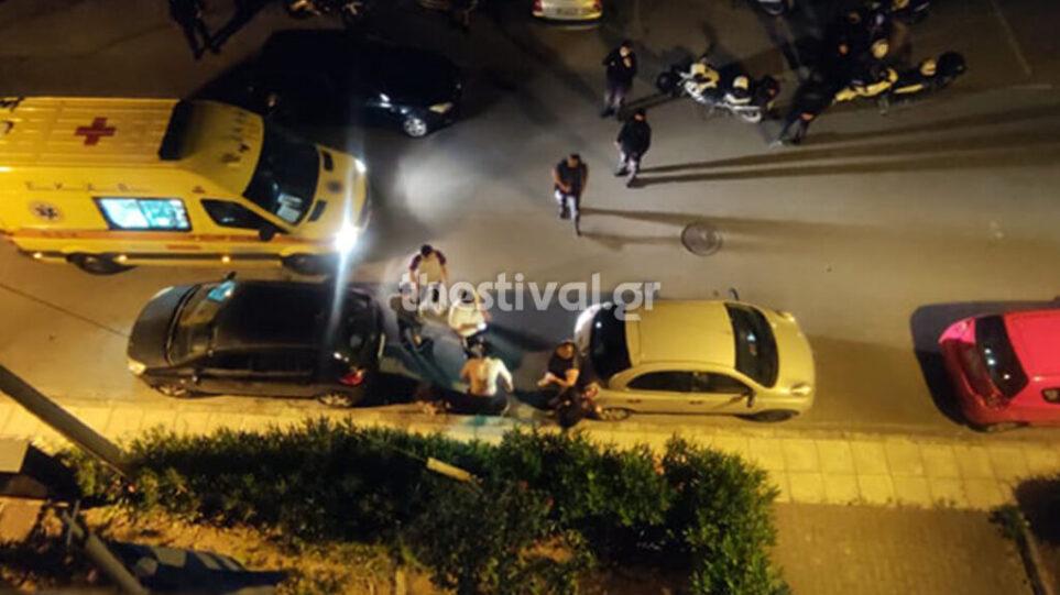 E rëndë në Greqi, një grup agresorësh i vënë flakën me pishtar një 19-vjeçari
