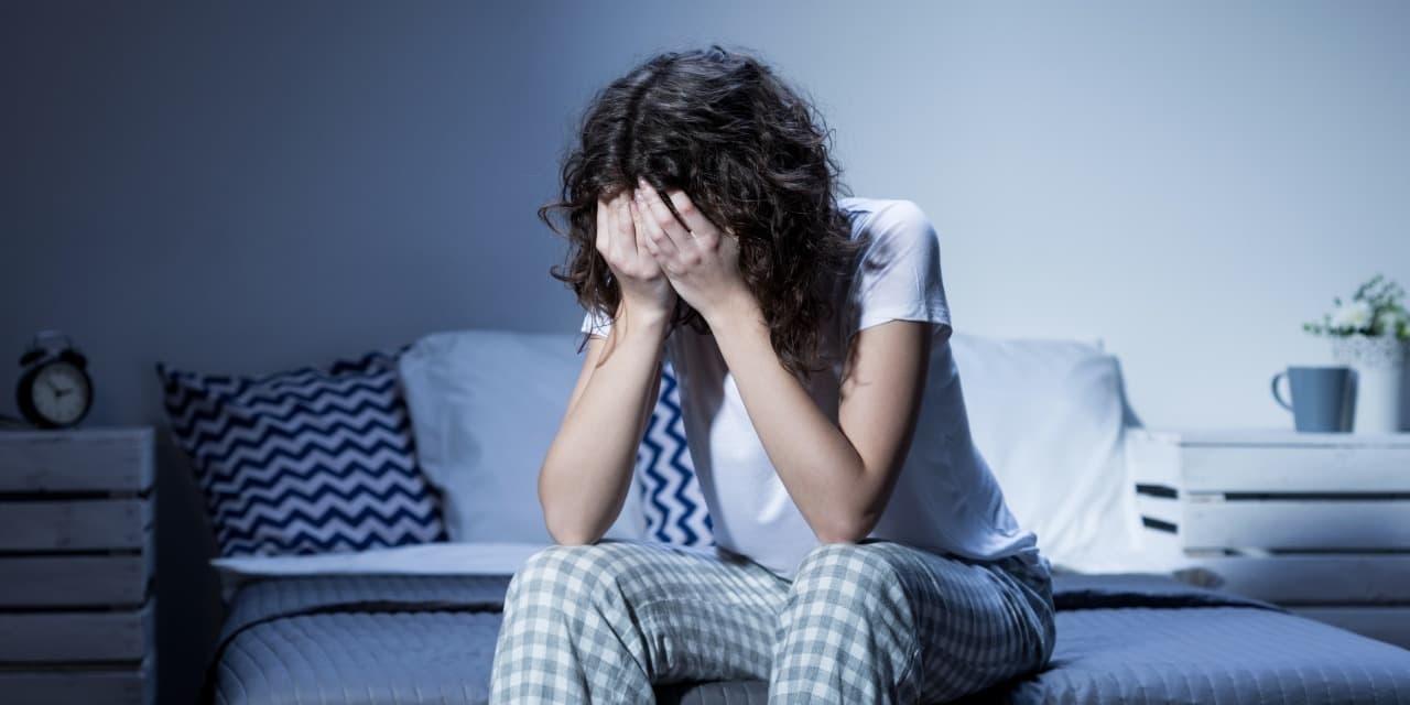 Nëse nuk flini mirë natën, këto 3 zakone mund të jenë përgjegjëse