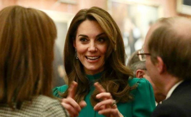 """Si e """"theu"""" Kate Middleton protokollin mbretëror në daljen e saj të fundit"""