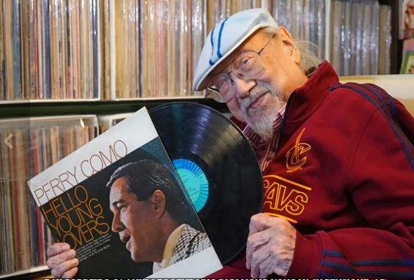 Del në pension DJ më i vjetër në botë
