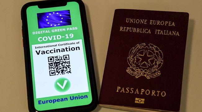 """Udhëtimet brenda Europës, Italia miraton pasaportën """"jeshile"""" për të vaksinuarit Covid"""