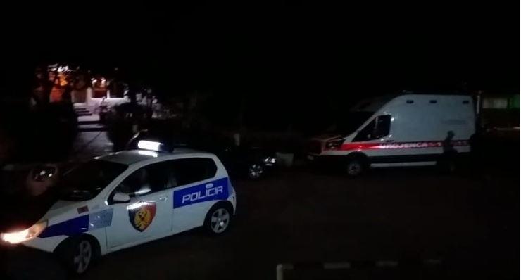 Makina përplaset me bordurën në Mullet, shoferi e braktis, pasagjeri ndërron jetë rrugës për në spital