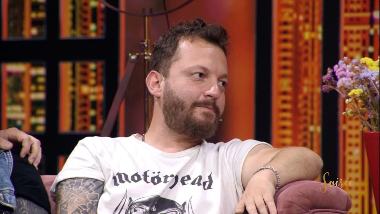 Nga studio televizive, Renis Gjoka i dedikon fjalët më romantike partneres, Jonës