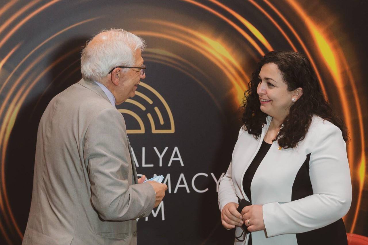 Osmani takohet me Borrell, diskuton për dialogun dhe liberalizimin e vizave