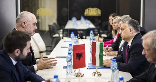 Jeni vaksinuar? Shqipëria arrin marrëveshjen me Hungarinë për certifikatën e gjelbër