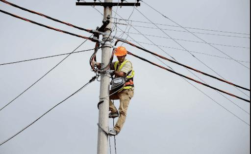 Dy elektricistë ranë nga shtylla e tensionit, jepet vendimi për drejtuesin e OSHEE në Gjirokastër