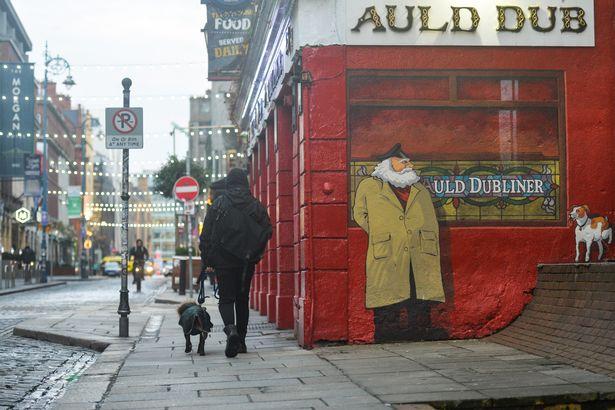 Irlanda lehtëson masat, rihap pubet