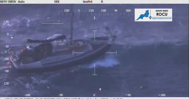 """""""Alo, ndihmë""""! Pamjet nga helikopteri, si rrezikuan shqiptarët jetën për të shkuar në Angli"""