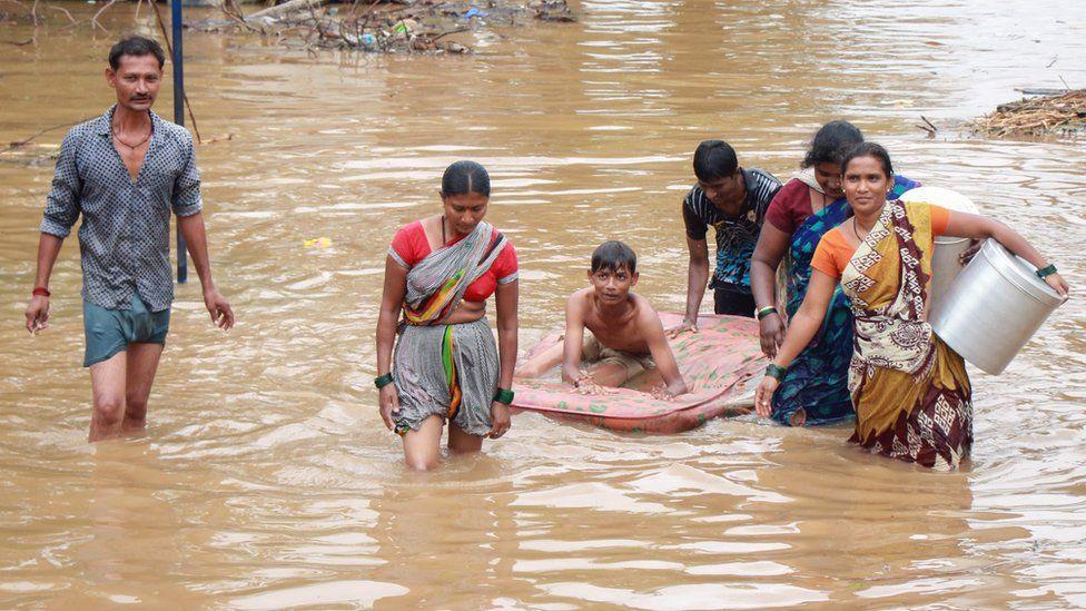 Përmbytjet në Indi, mbi 130 viktima