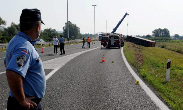 Shoqërohet në stacionin e policisë shoferi i cili dyshohet se shkaktoi aksidentin tragjik në Kroaci