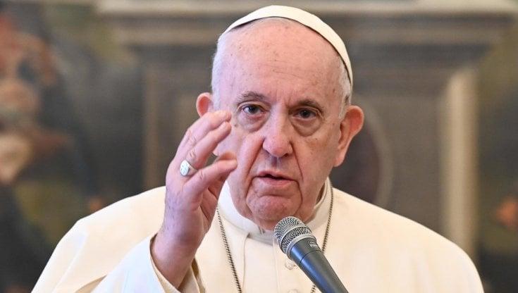 Përfundon operimi i Papa Françeskut