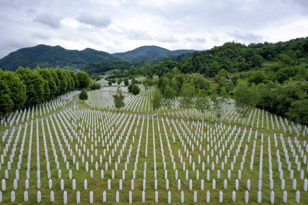 """""""PD rezolutë"""", Basha: Shqipëria të dënojë masakrën e Srebrenicës dhe genocidin në Kosovë"""