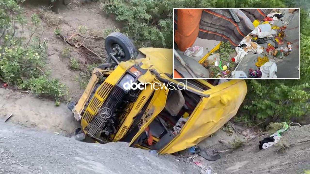 VIDEO/ U rrokullis për disa metra dhe u përmbys në greminë, dalin pamjet e minibusit në Gramsh