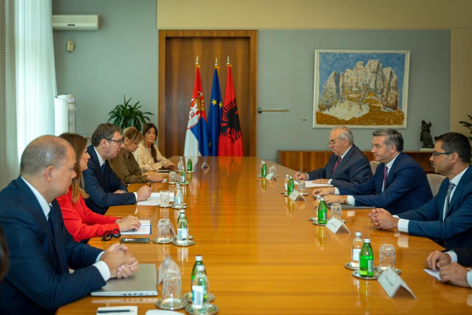 """""""Turizmi s""""ka kufi"""", Klosi takim me Vuçiç: Bashkëpunimi, kusht i depërtimit në tregjet e largëta"""