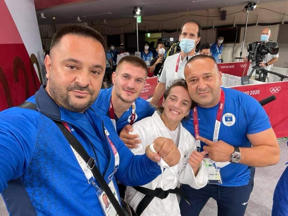 """Meta uron Distria Krasniqin dhe ekipin e saj pas triumfit në """"Tokio 2020"""": Më e mira e botës"""