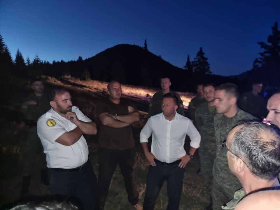 Përfshihet nga flakët mali i Rugovës në Kosovë, KFOR mobilizohet për shuarjen e zjarrit