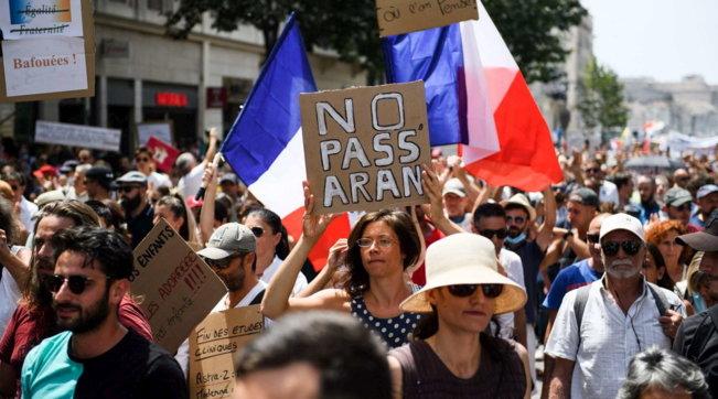Franca miraton ligjin për pasaportën e vaksinave kundër Covid