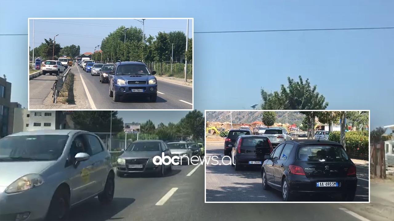 Pushuesit zgjedhin Shëngjinin, radhë kilometrike automjetesh, bllokohet rruga në disa akse