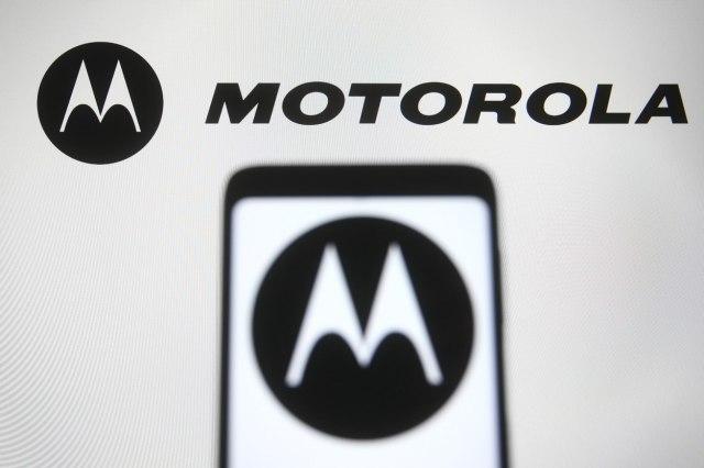 Motorola po krijon telefonin që mund të karikohet në distancë