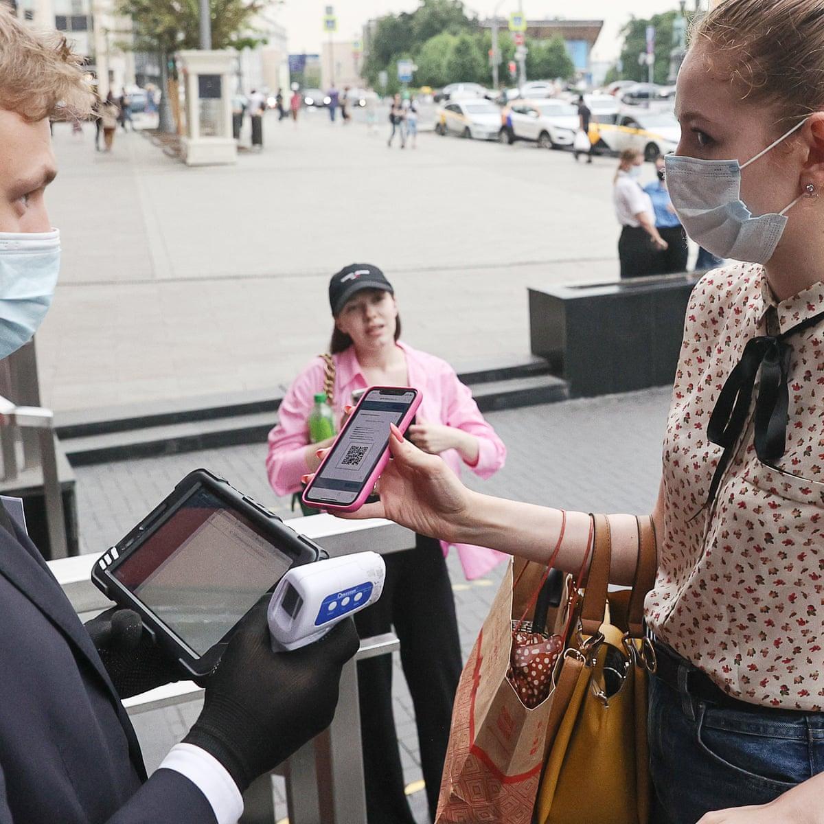 Kafenetë dhe restorantet në Moskë nuk pranojnë persona të pavaksinuar
