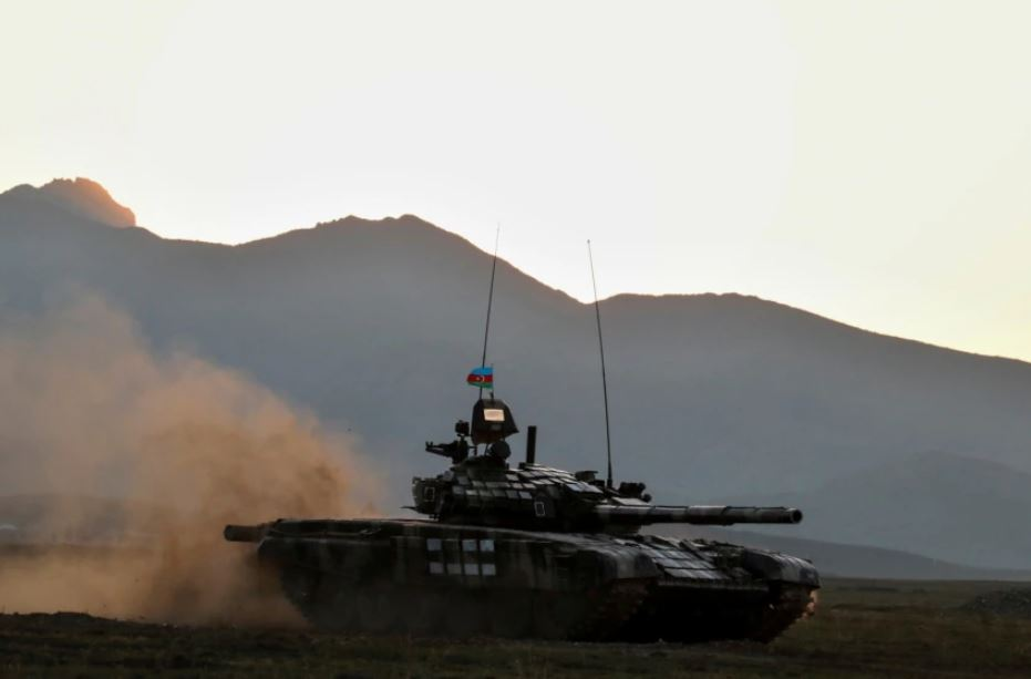 Azerbajxhani dhe Armenia shkëmbejnë zjarr në kufi