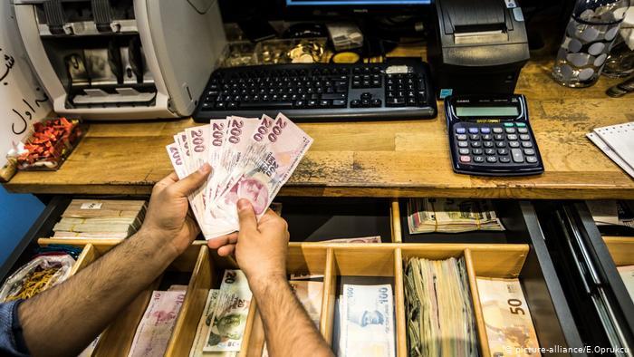 Politika monetare e Erdoganit nxit inflacion rekord