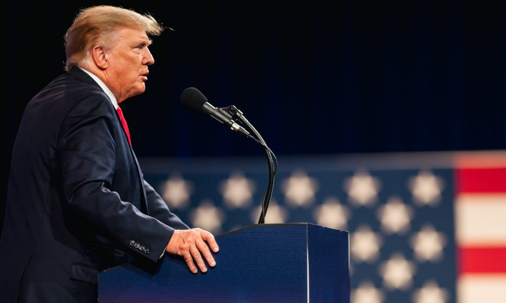 """""""Një i çmendur me miliona ndjekës"""": Çfarë na tregojnë librat e rinj mbi Donald Trump"""