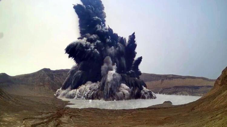 Si një shpërthim bërthamor, mijëra të shpërngulur: Jepet alarmi për vullkanin e famshëm