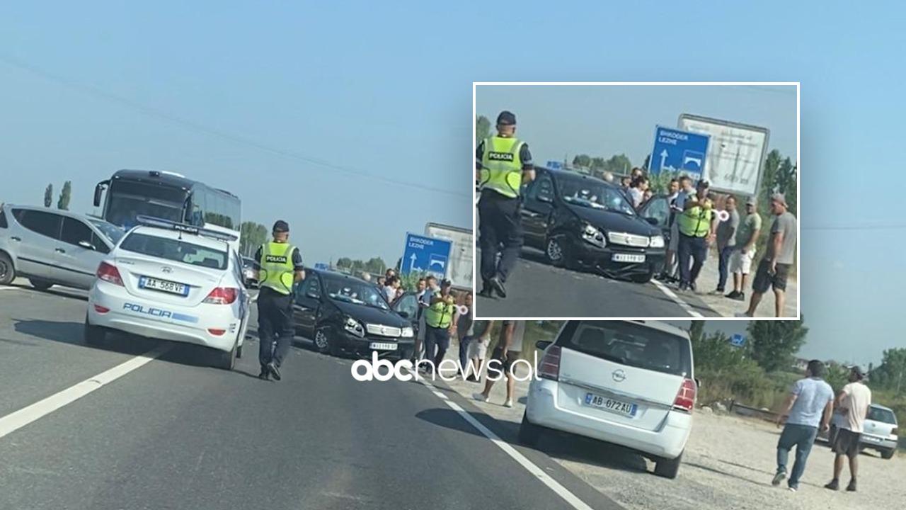 """""""Fiat""""-i dhe """"Benz""""-i përplasen kokë më kokë në hyrje të autostradës së Laçit"""
