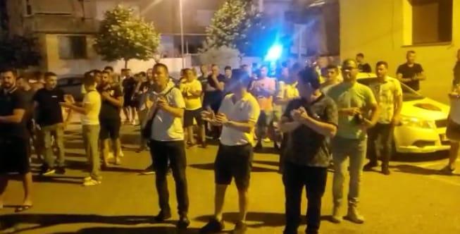 Shoqërimi i biznesmenes në Vlorë, pronarët e lokaleve protestë pas mesnate para komisariatit
