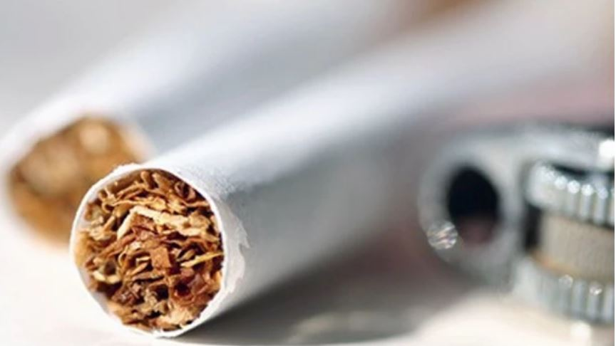 Burri divorcohet nga gruaja, pasi i gjeti një cigare në çantën e saj