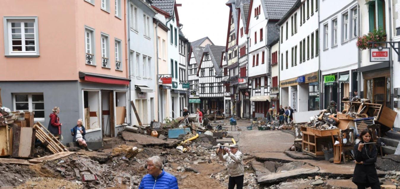 Gjermania premton ndihma për përmbytjet; Belgjika në zi, ndërsa BE-ja ul flamujt në gjysmështizë