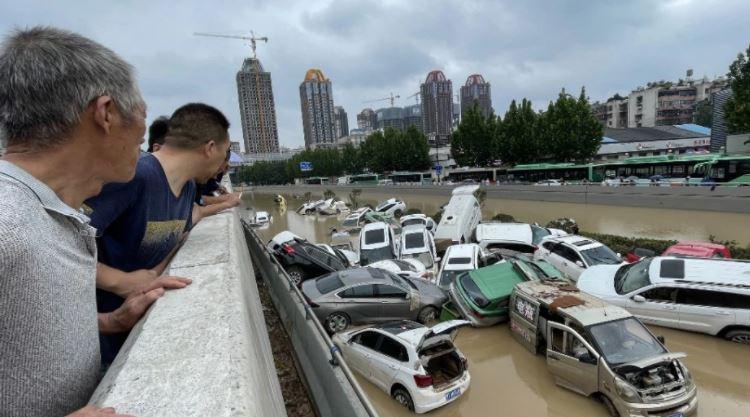 Përmbytjet në Kinë, 33 viktima dhe 8 të humbur