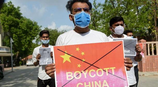 Ndërsa bota po rihapet, ndalimet dhe abuzimet e mëdha izolojnë Kinën