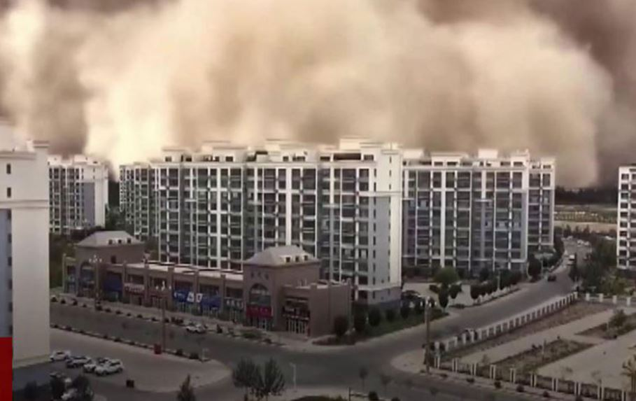 """Stuhia e rërës """"përpin"""" qytetin kinez"""