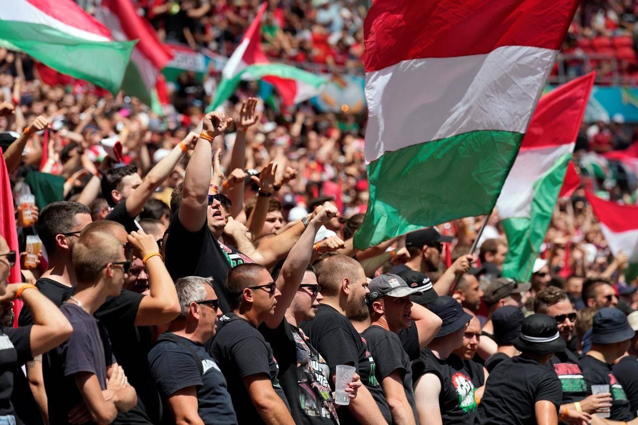 Racizmi/ UEFA nuk toleron Hungarinë: Gjobë, ndeshje pa tifozë dhe paralajmërim