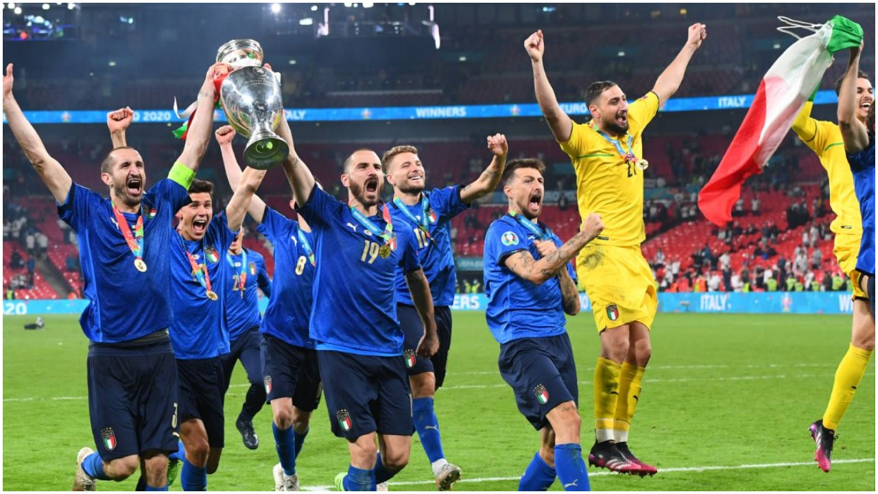 """Kampionë, rekord fitimesh dhe forcë e katërt në botë: Italia e Mancinit """"zjarr"""""""