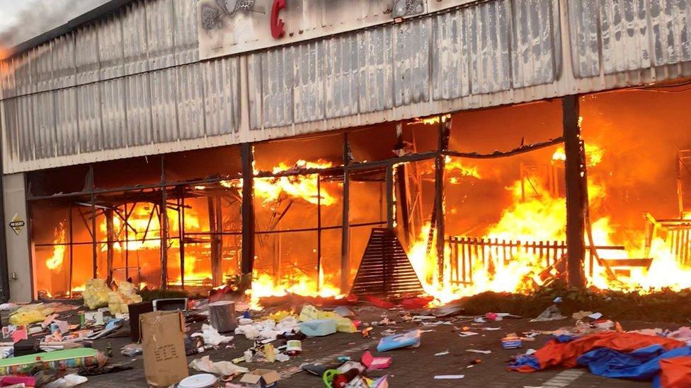 Afrika e Jugut në kaos, 72 viktima dhe 1200 të arrestuar