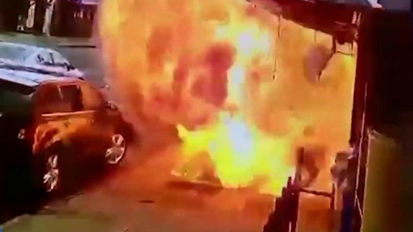 Po kalonte në trotuar, një shpërthim i papritur zjarri lëndon 57 vjeçarin amerikan