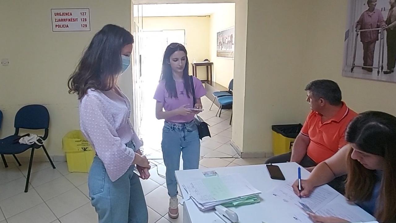 Binjaket vaksinohen në Shkodër: Në Tiranë ka shumë radhë