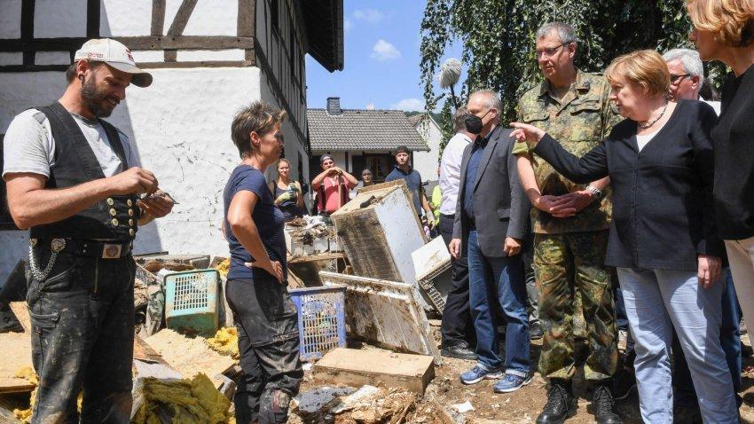 """Përmbytjet shtojnë presionin për shkëputjen e Gjermanisë nga epoka """"Merkel"""""""